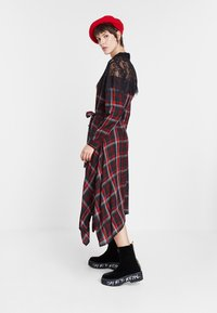 Desigual - SEATTLE - Shirt dress - black/red - 1