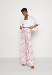 Missguided - PRINTED WIDE LEG TROUSER - Trousers - white - 1