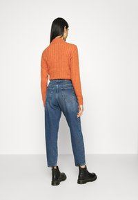 ONLY - ONLTROY LIFE CARROT - Relaxed fit jeans - medium blue denim - 2