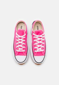 Converse - RUN STAR HIKE PLATFORM UNISEX - Zapatillas - hyper pink/white - 3