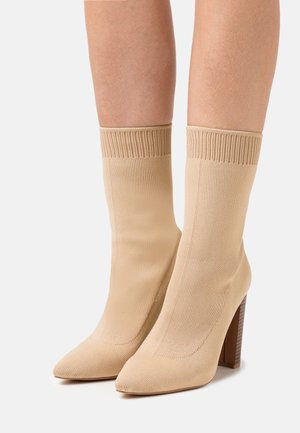 STACKED HEEL POINTED TOE - High heeled ankle boots - beige