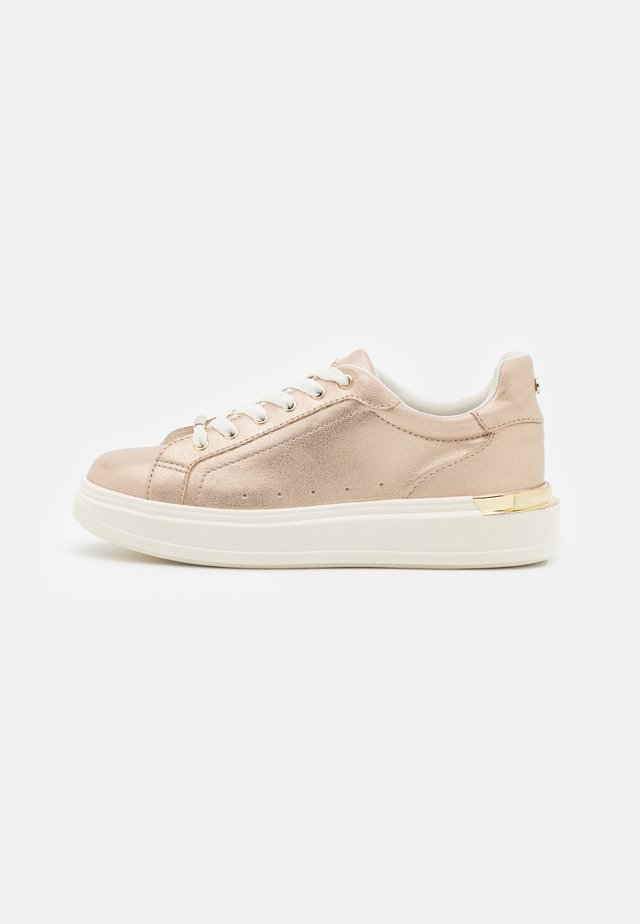 FUSE LACE UP TRAINER - Trainers - soft metallic