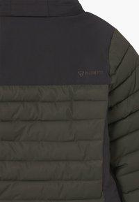 Brunotti - TRYSAIL BOYS - Snowboardová bunda - pine grey - 6