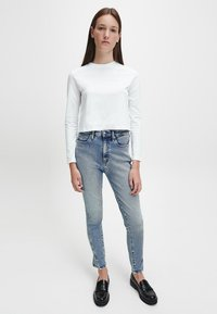 Calvin Klein Jeans - SHRUNKEN INST  - Long sleeved top - bright white - 1