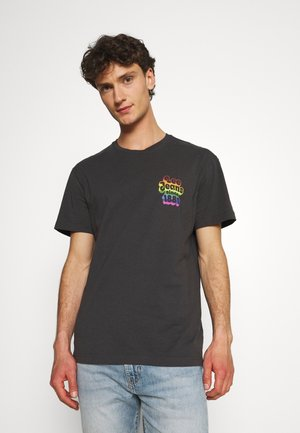 PRIDE CHEST GRAPHIC TEE - Print T-shirt - washed black