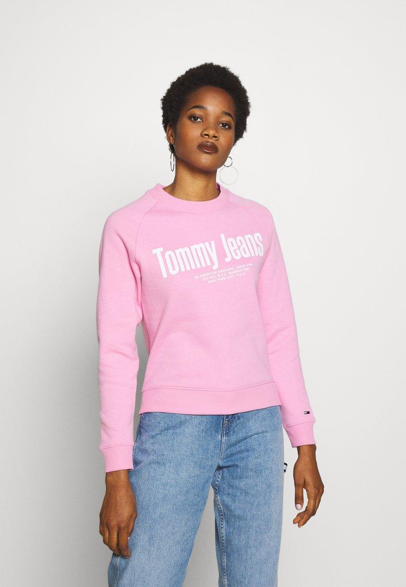 Tommy Jeans - TJW CHEST LOGO - Sweatshirt - pink daisy