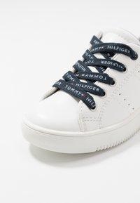 Tommy Hilfiger - Sneakersy niskie - white - 2