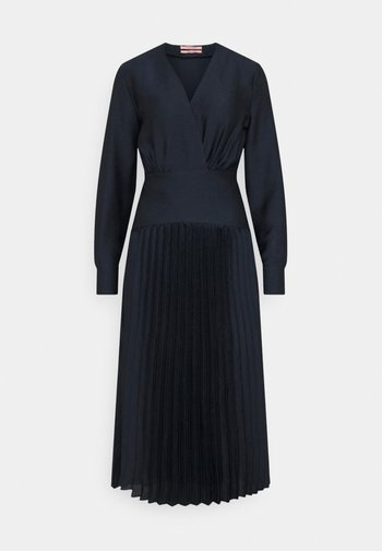 FEMININE DRESS WITH PLEATED SKIRT IN STRUCTURED QUALITY