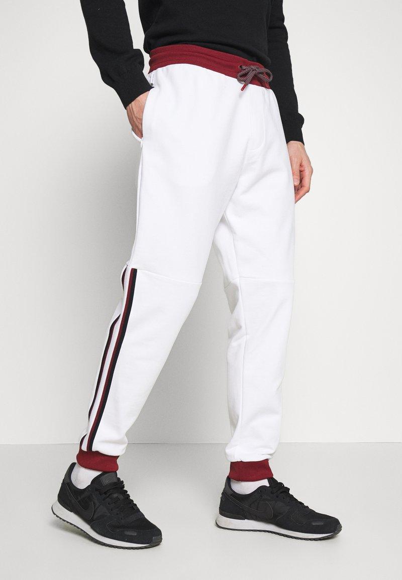 Armani Exchange - Træningsbukser - white