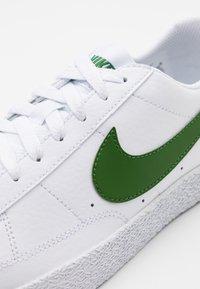 Nike Sportswear - BLAZER - Trainers - white/forest green - 5