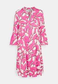 Emily van den Bergh - BOHO - Shirt dress - white/pink - 0