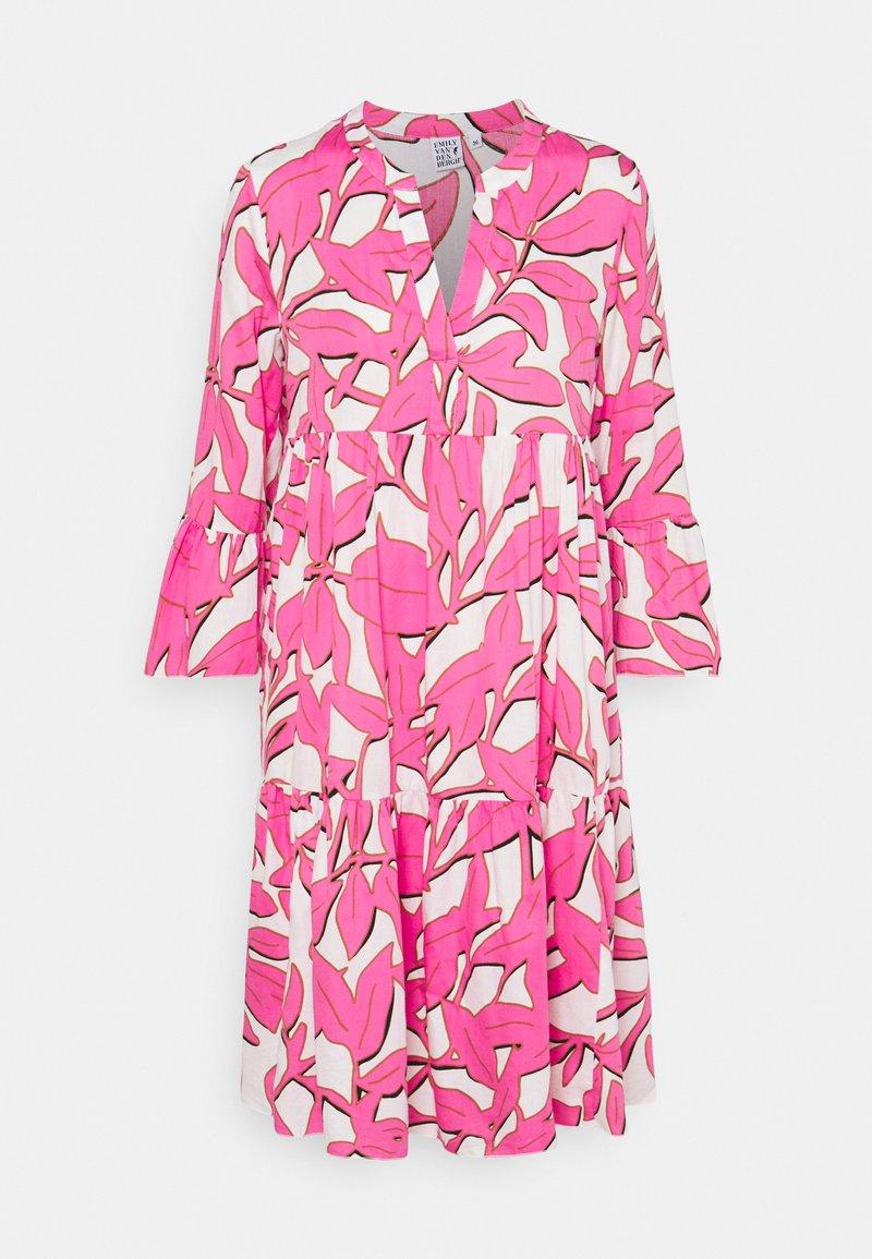 Emily van den Bergh - BOHO - Shirt dress - white/pink
