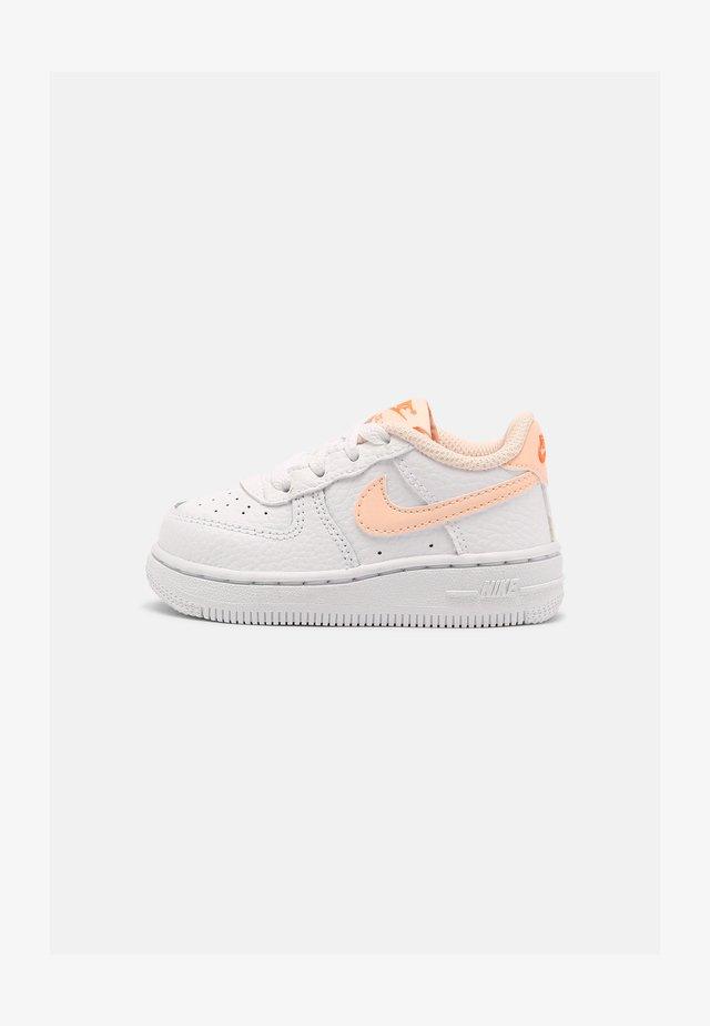 FORCE 1  - Sneakers - white/crimson tint/hyper crimson