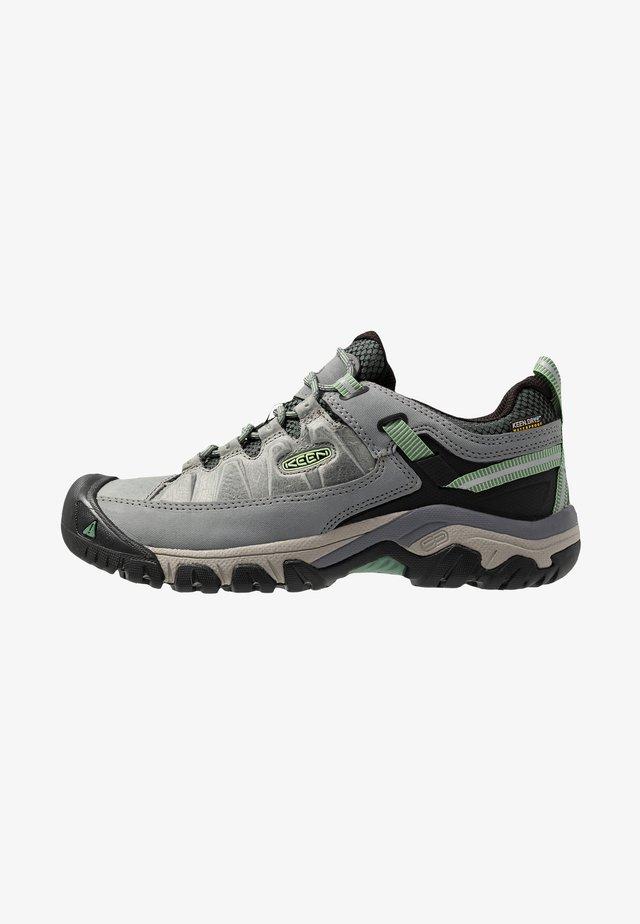 TARGHEE III WP - Chaussures de marche - bleacher/duck green