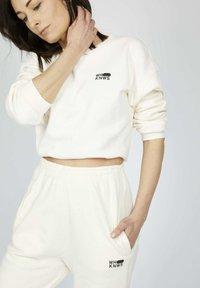 one more story - ICON - Pantalones deportivos - snow white - 0