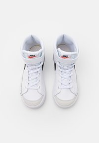 Nike Sportswear - BLAZER MID '77 UNISEX - Korkeavartiset tennarit - white/black/total orange - 3