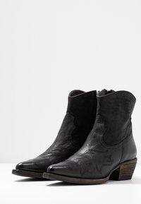 Billi Bi - Cowboy/biker ankle boot - black varese - 4
