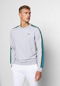 Lacoste Sport - RAINBOW TAPING - Collegepaita - silver chine/navy blue/utramarine/green/white - 0