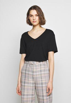 LANIELN V-NECK - Basic T-shirt - pitch black