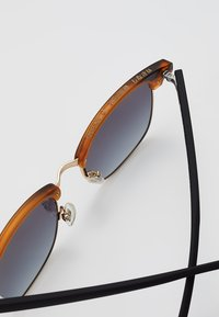 Superdry - LEO - Sunglasses - black/amber - 5