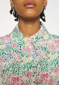 Monki - NALA BLOUSE - Košile - light green - 5