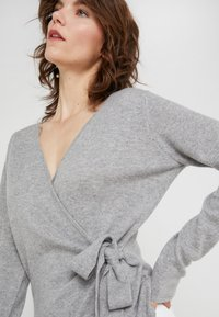 Davida Cashmere - WRAP - Cardigan - light grey - 3