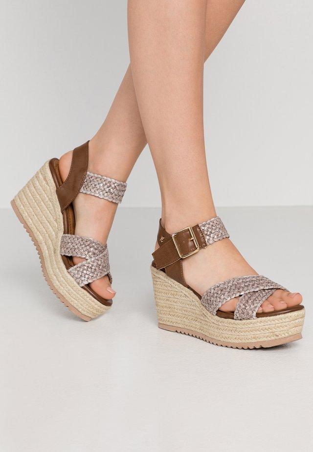 Sandály na vysokém podpatku - taupe