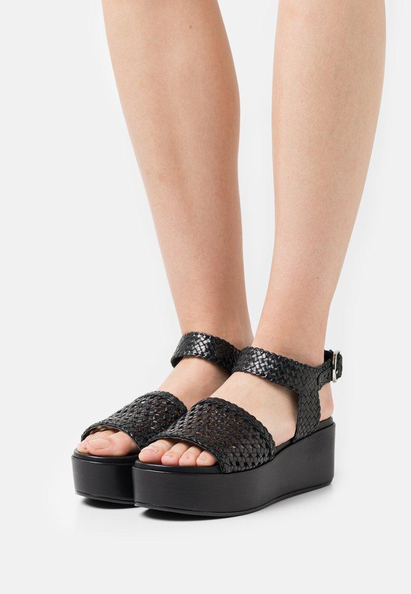 Minelli - Korkeakorkoiset sandaalit - noir