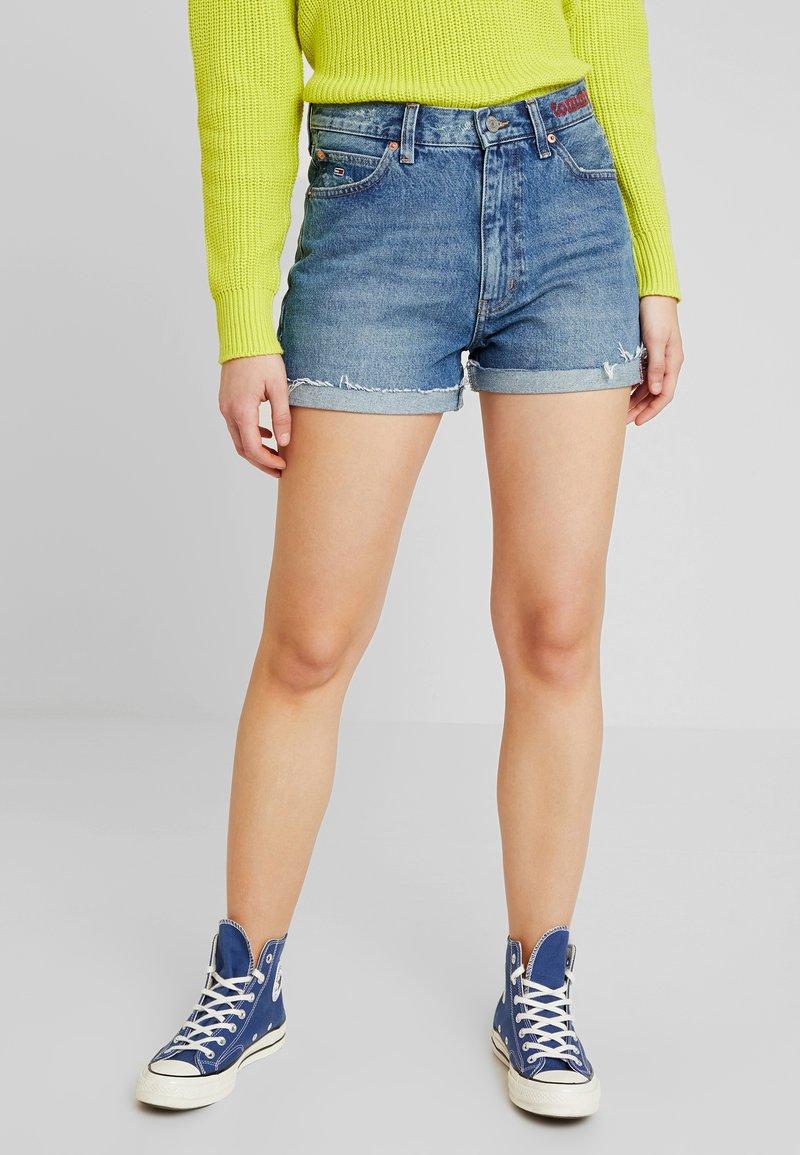 Tommy Jeans - HOT PANT SHORT ADRMR - Denim shorts - adour mid blue