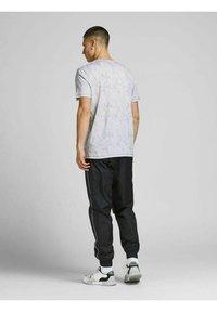 Jack & Jones - Print T-shirt - alloy - 2