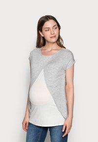 Anna Field MAMA - T-shirts med print - mid grey mélange - 0