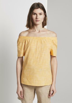 MIT CARMEN-AUSSCHNITT - Blouse - deep golden yellow