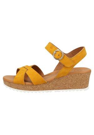 PAUL GREEN SANDALEN - Wedge sandals - curry