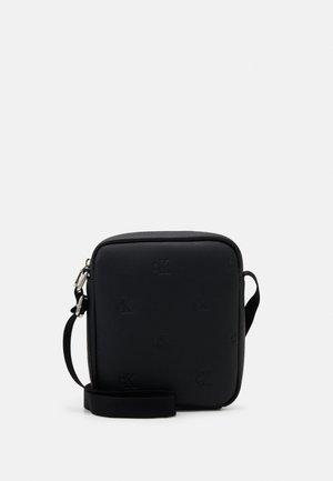MICRO FLAT PACK - Across body bag - black