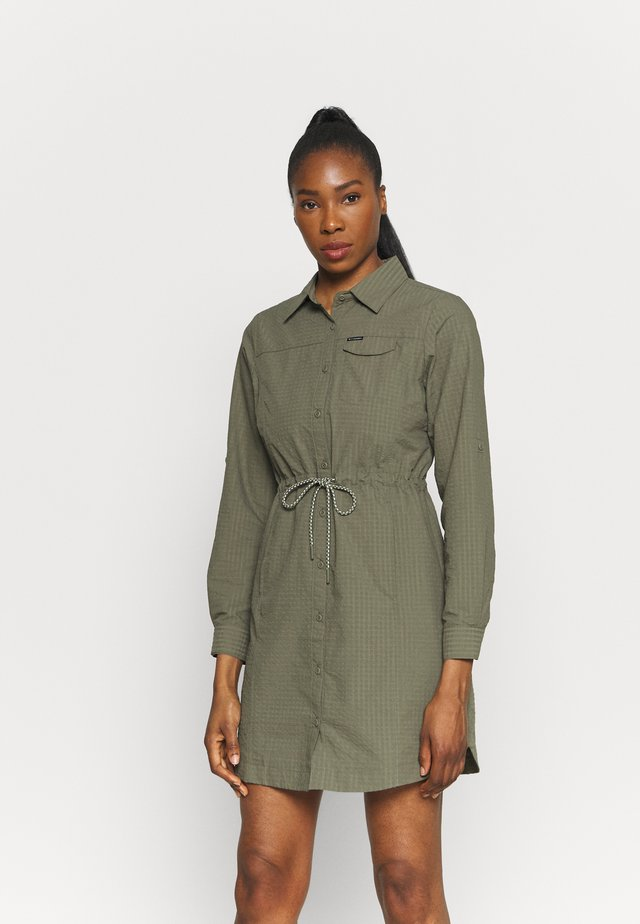 SILVER RIDGE™ NOVELTY DRESS - Urheilumekko - stone green