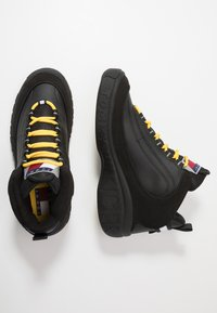 Tommy Jeans - HERITAGE LACE UP ICON - Höga sneakers - black - 1