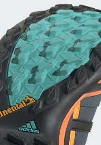 adidas Performance - TERREX SWIFT R2 MID GORE-TEX HIKING SHOES - Hiking shoes - green - 10