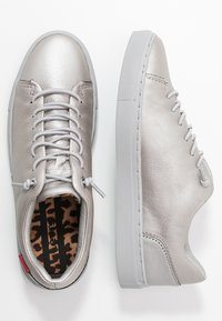 Levi's® - VERNON - Trainers - silver old look - 3