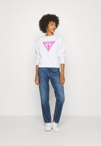 Guess - TRIANGLE - Sweatshirt - true white - 1