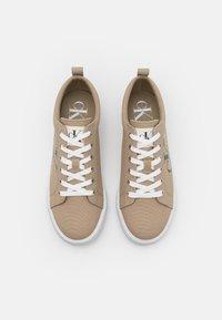 Calvin Klein Jeans - LACEUP - Tenisky - crockery - 3
