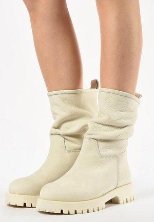 Platform ankle boots - nb bone
