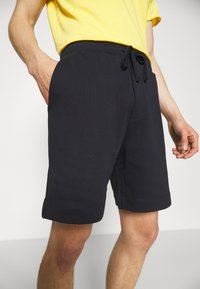 Filippa K - BARRY - Shorts - navy - 5