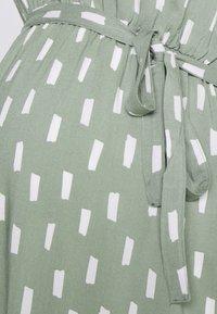 MAMALICIOUS - MLSTINE WOVEN DRESS - Sukienka z dżerseju - sea spray/aop snow white - 2