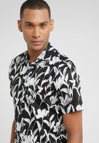 Club Monaco - CLIMBING FLOWER SLIM FIT - Shirt - black - 3