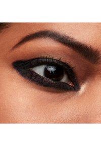 MAC - KAJAL CRAYON - Eyeliner - flourish me deep - 2