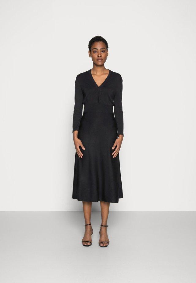 ESSENTIAL - Robe pull - black