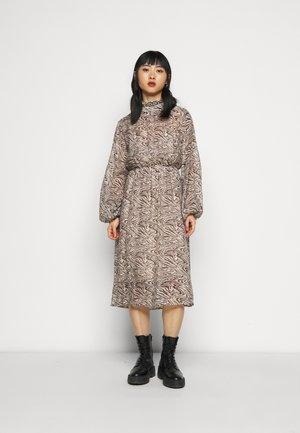 SLFMINGI MIDI DRESS - Denní šaty - sandshell
