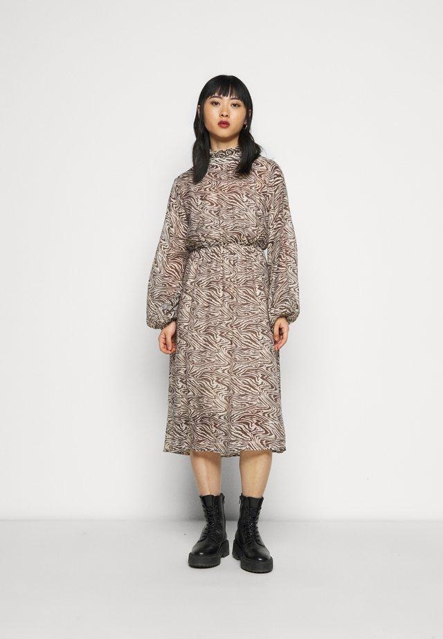 SLFMINGI MIDI DRESS - Korte jurk - sandshell