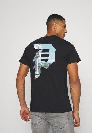 BERLIN ARCH TEE - Print T-shirt - black