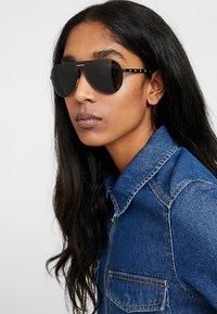 Versace - Sonnenbrille - black/grey - 3
